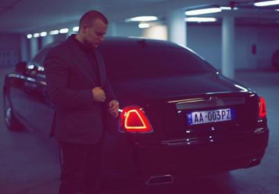 """Lëviz në rrugë me makinë 500 mijë euroshe, kush është djali i biznesmenit që po """"ngre peshë"""" Tiranën? (FOTO)"""