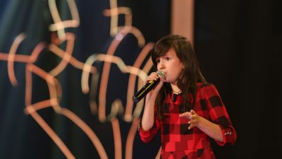 """Përse u prekëm nga Danjela e """"The Voice Kids"""" dhe përse ajo është një """"shuplakë"""" për realitetin tonë"""