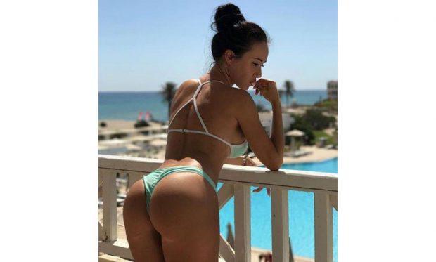 """Modelja që po çmend """"Instagramin"""" me fundshpinën e saj (FOTO)"""