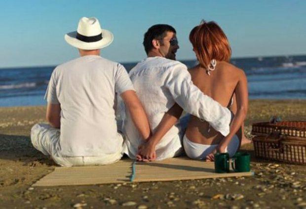 Edhe burrin edhe të dashurin! Gruaja e martuar e thotë hapur: 'S'rri dot pa asnjërin'