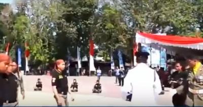 Video/ Kryebashkiaku TESTON policët duke i goditur. Ja si reagojnë ata…