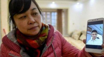 """E rrëmbeu kur ishte një vjeç dhe e rriti si djalin e saj, 26 vite më vonë gruaja """"trondit botën"""" me historinë prekëse"""
