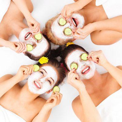 10 maska fytyre që mund t'i bëni në kushte shtëpie