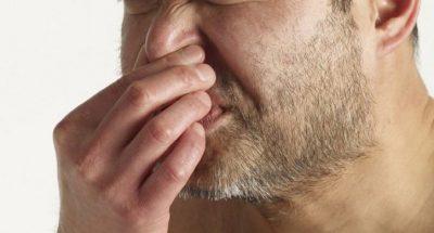 Mbajtja e teshtimës rezultoi fatale, 34 vjeçar theu hundën dhe jo vetëm kaq…