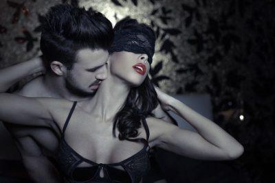 Vëmendje! Seksi me sytë e mbuluar u dashka provuar patjetër