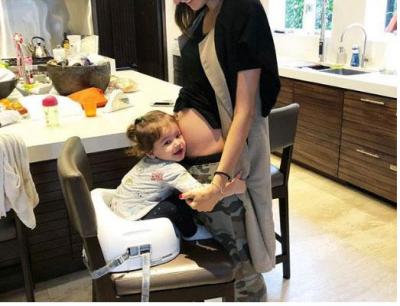 Kur je shtatëzënë dhe ke neps për ushqim shqiptar, dikush ta ndihmojë modelen (FOTO)