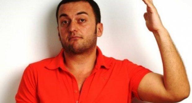 Olti Currin e ngatërrojnë për psikolog, ja përgjigjja e tij EPIKE (FOTO)