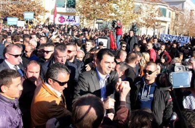 Protesta e 27 janarit, aktori i njohur këshillon: Për karrigen e Lulzim Bashës mos dil, por…