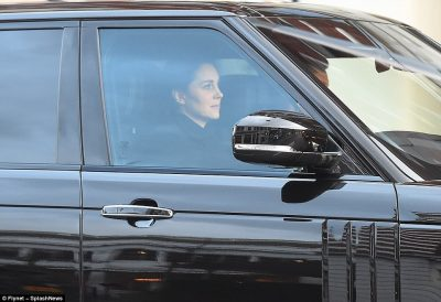 Që ta dini! Edhe princeshat ngecin në trafik… (FOTO)