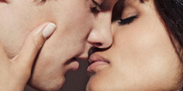"""""""Ku e ke dhënë puthjen e parë""""/ Vajza i tregon të vërtetën, përgjigja e djalit e lë pa fjalë"""