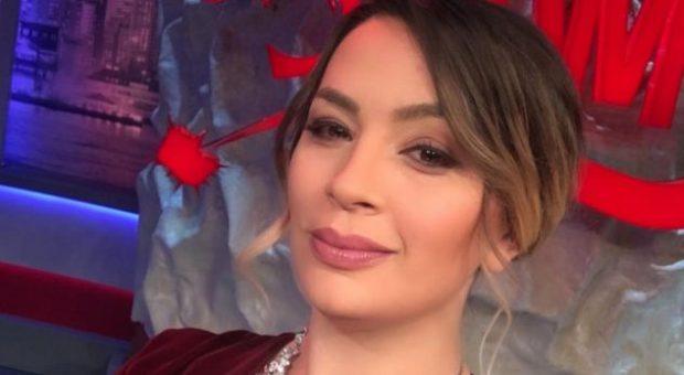 Këngëtare, moderatore, skenariste, shpërthen Rozana Radi: Vendin tim në Teatrin Kombëtar e ka zënë një i patalentuar