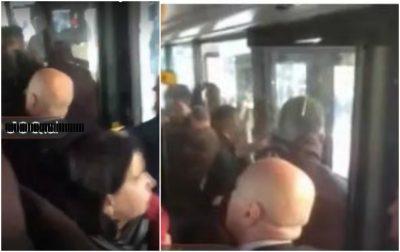 Pas protestës qytetari shpërthen në mes të autobusit: Ky bir kur*e ka lënë…