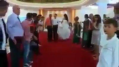 Qeshni me LOT! Tradita e rrahjes së dhëndrit te shqiptarët, shikoni çfarë i bëjnë (VIDEO)