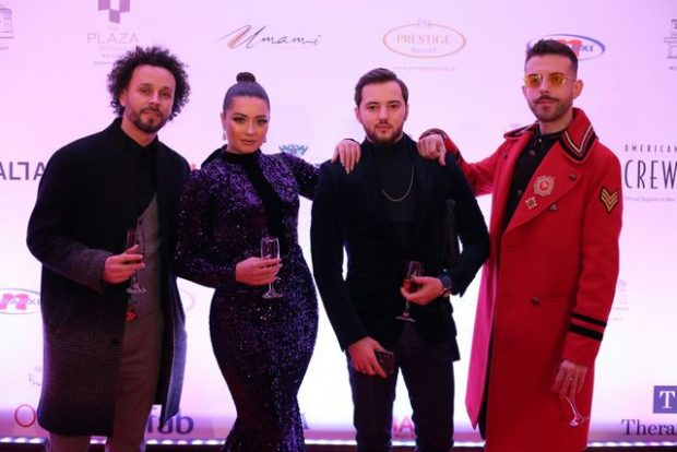 Mbrëmja e shumpërfolur gala: Ja si janë veshur të ftuarit VIP shiptarë (FOTO)