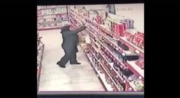 """Vlonjatia që i bën vjedhjet me """"turne""""… dalin pamjet (VIDEO)"""