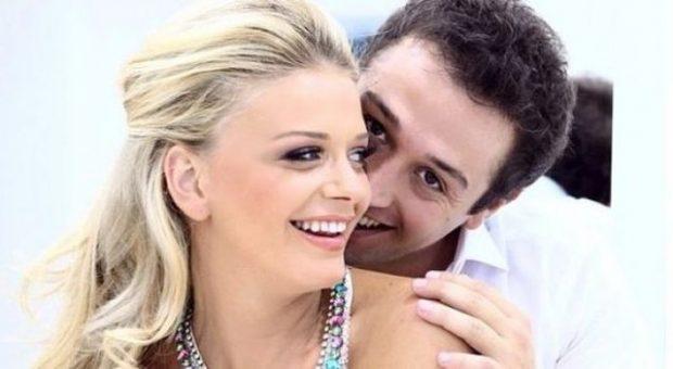 Turjan Hyska bashkëshorti ideal, ndërsa Orinda zbulon se si e thërret (FOTO)