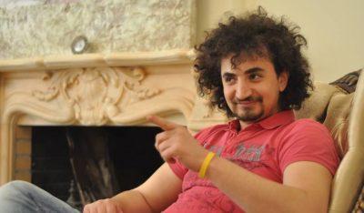 Aktori shqiptar: Fama më shkatërroi, pija dhe bëja jetë të shfrenuar… (FOTO)