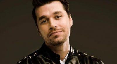 Reagimi i Alban Skënderajt kur dëgjon këngët e tij në publik, jashtë parashikimeve