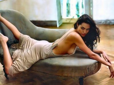 """Golden Globes"" i solli fat Angelina Jolie-t! Aktorja në krahët e 34 vjeçarit (FOTO)"