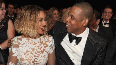 Zbulohet fustani i Beyoncé-s në dasmën e dytë: Miliona gurë Zwarovski dhe perla! (VIDEO)