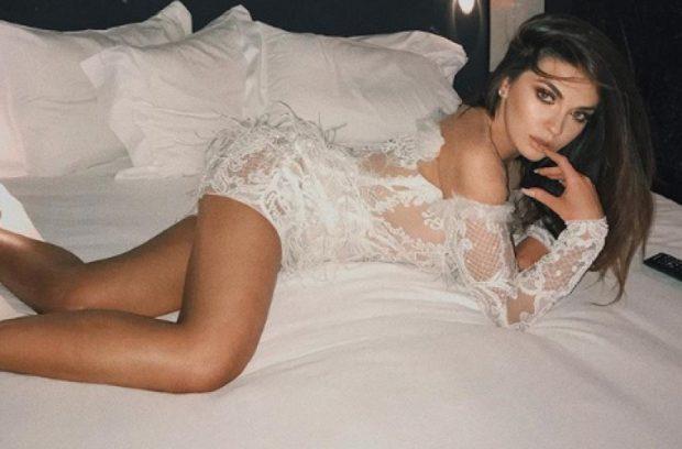 Rikthehet Beatrix Ramosaj, shfaqet seksi duke ekspozuar gjoksin! (FOTO)