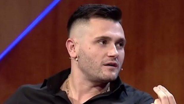 """Bubqi gangsta""/ Bes Kallaku sapo ia bëri ""8 me 2"" mafiozit shqiptar. Fotoja e tregon si…"