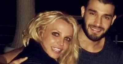 """""""Ai më frymëzon çdo…""""/ Britney Spears dedikim të dashurit në përvjetorin e lidhjes së tyre"""