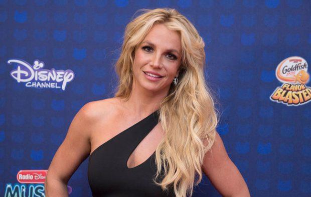 Britney Spears në formë të shkëlqyer! Poston video ku bën urën dhe sparkatën (VIDEO)