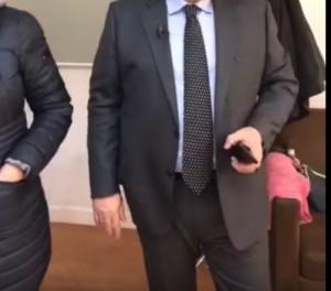 """""""Sa je shëndoshur ti"""", deputeti i PD i habitur: Pse duket shumë? (VIDEO)"""