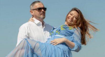 """""""Të orientuar nga dielli"""". Alban Dudushi dhe bashkëshortja e tij dinë si ta shijojnë ditën"""
