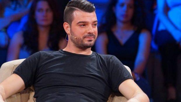 """Nuk fshihen më! DJ Sardi fotografohet """"në shesh të burrave"""" për herë të parë me të dashurën"""