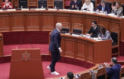 Detaji i veshjes së Ramës që tërhoqi vëmendje. Ja si shkoi kryeministri në Parlament (FOTO)