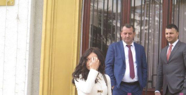 """Elisa Spiropalin po e """"gjuajnë"""" nga pas! Mos e humbisni (FOTO)"""
