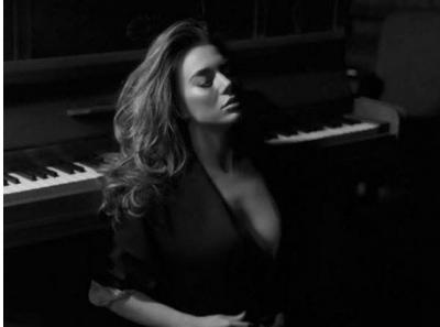 Dy veshjet e Elvanës në koncert dhe mesazhi kundër ngacmimeve seksuale