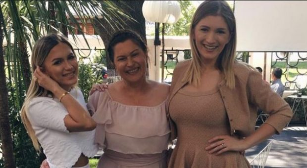 Femrat e familjes Hoxha shkëlqejnë në 20-vjetorin e 'Top Albania Radio' (FOTO)