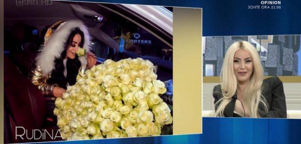 Fjolla Morina i tregon të gjithëve se kush ia ka dhuruar buqetën me lule