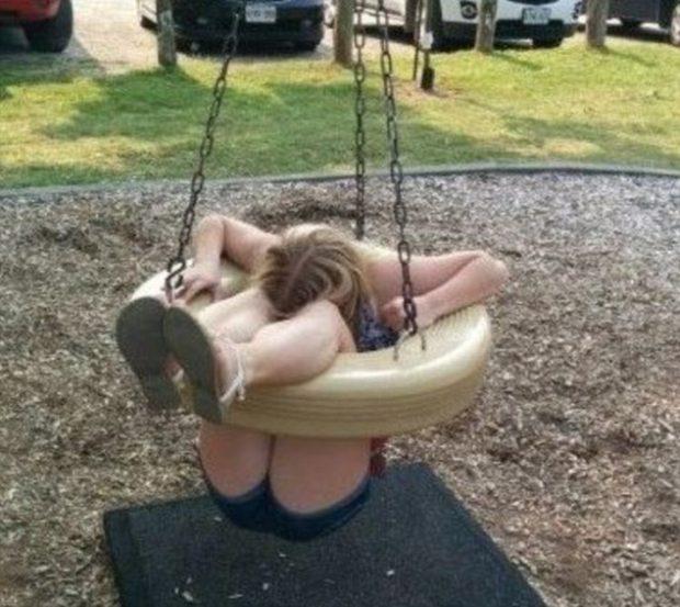 Qeshni me këto foto të sikletshme: Kur të rriturit vendosin të luajnë si fëmijët…