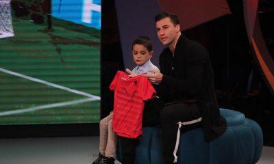 Lorik Cana përlotet me historinë e Gersit, surprizon vogëlushin në emision