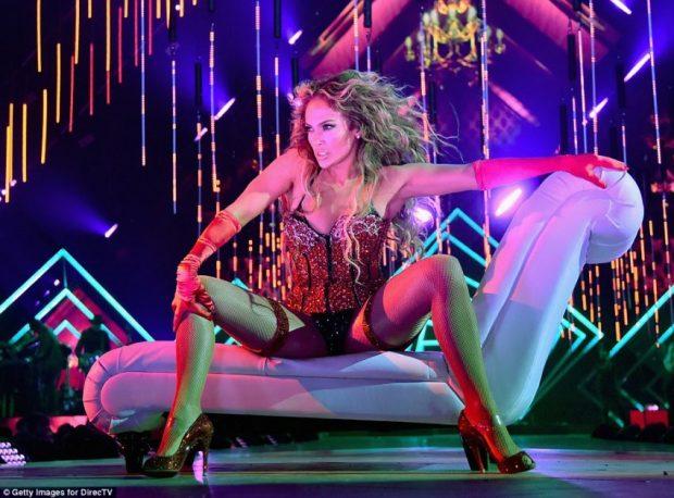 Jennifer Lopez 48 vjet, por të pasmet e saj dhe trupi ju çmend (FOTO)