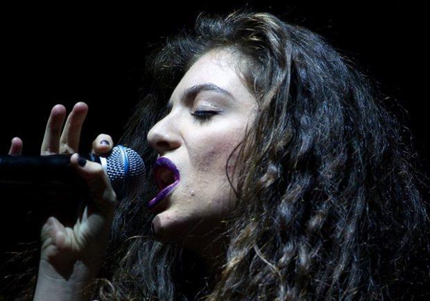 """""""Se kam akne, s'do të thotë që s'laj fytyrën"""": Këngëtarja flet si askush tjetër! (FOTO)"""
