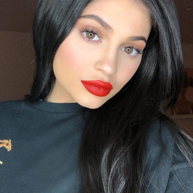 Sa është dobësuar! Kylie Jenner rikthehet në rrjetet sociale (FOTO)