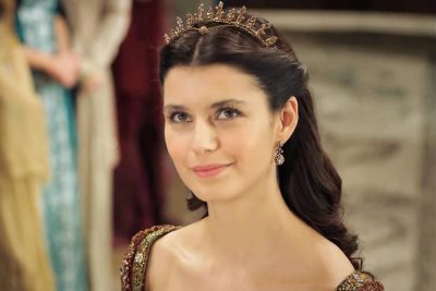 """Kohë të vështira për """"Sulltaneshën Kosem"""", aktorja çdo ditë në spital"""