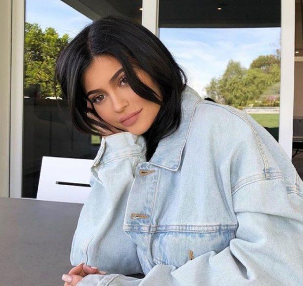 Kylie Jenner publikon për herë të parë FOTON e vajzës dhe zbulon emrin e saj