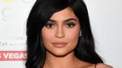 Kylie Jenner fotografohet pas lindjes! Ja si duket… (FOTO)