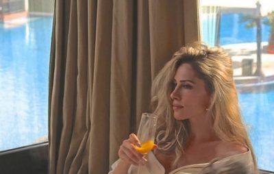 Dikur këndonin bashkë, këngëtari i njohur surprizon Ledina Çelon për ditëlindje (FOTO+VIDEO)