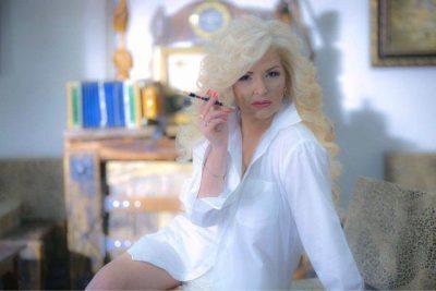 Mihrije Braha mburret për foton pa makijazh, fansat e tallin: Po operacionet? Edhe vetullat i ke bërë…