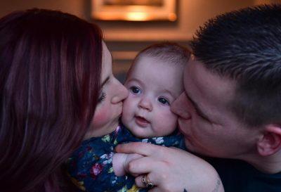 SHOKUESE, e përdhunoi vëllai dhe lind një vajzë në moshën 12-vjeçare, nëna e re ka një peng (FOTO)