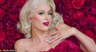 Miliarderja e famshme Paris Hilton krejtësisht NUDO për Shën Valentin (FOTO)