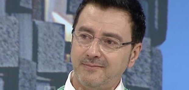'Nuk e kam unë në dorë', Pirro Çako përlotet në emision (FOTO)