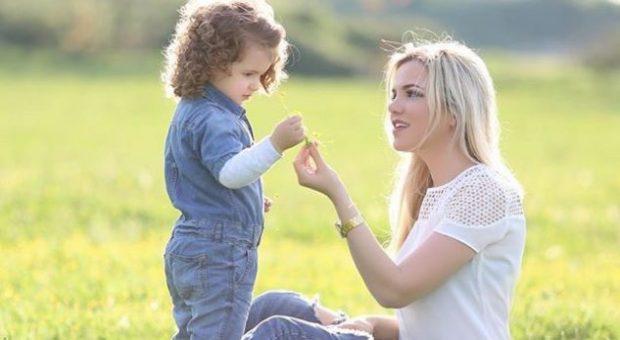 Rezarta Shkurta gjen mënyrën e duhur që vajza e saj mos të bëjë naze me ushqimin!